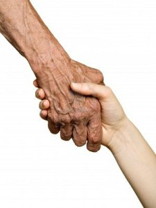 mano vecchia e giovane